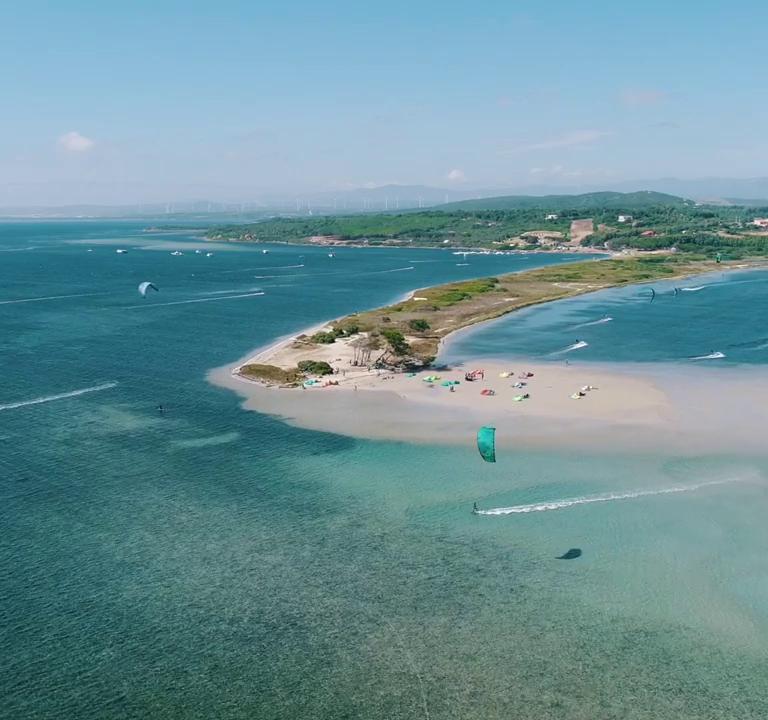 Kitesurf alla spiaggia di Punta Trettu